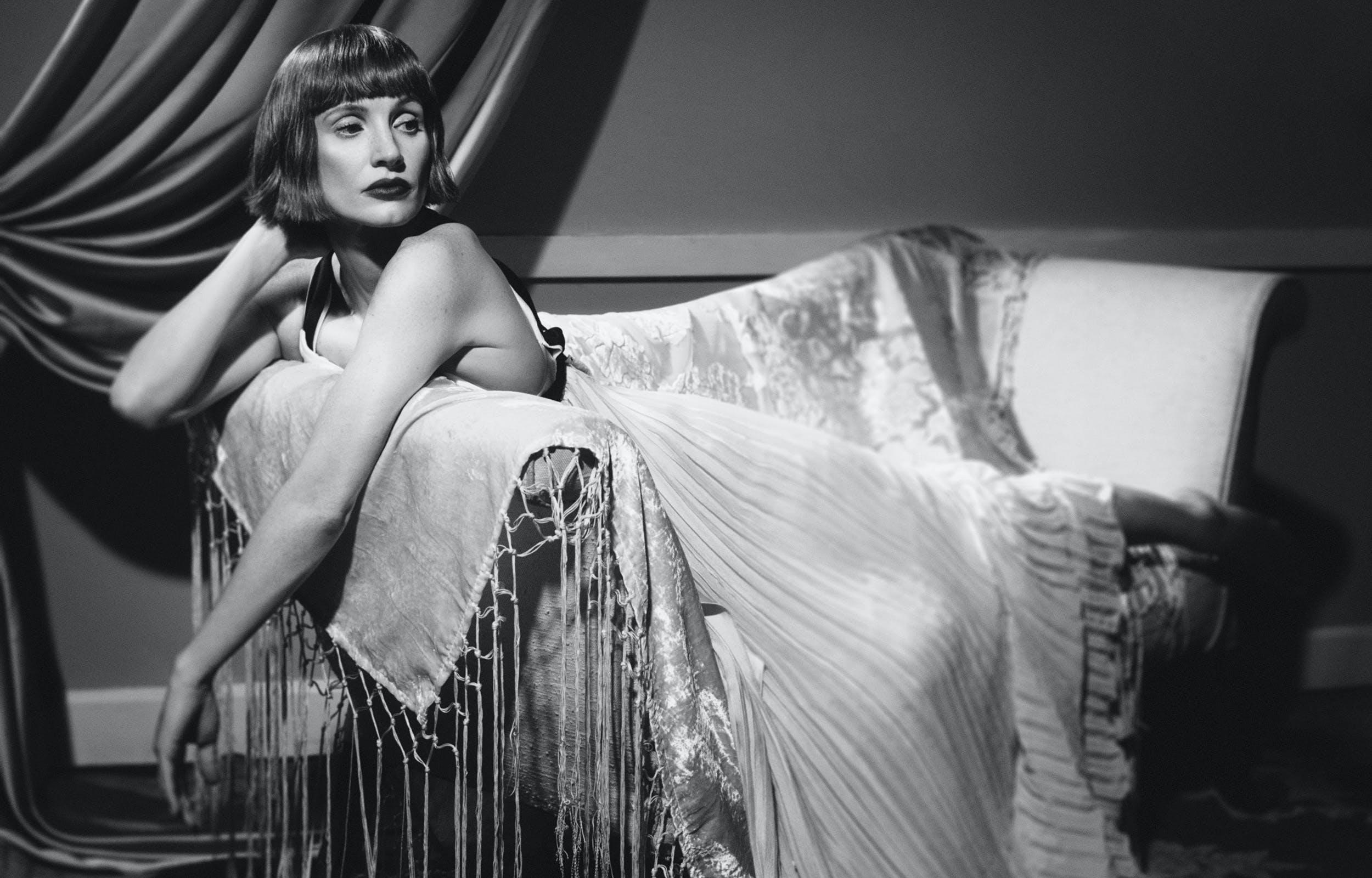 Jessica Chastain Robe plissée et chaussures, CHLOÉ.